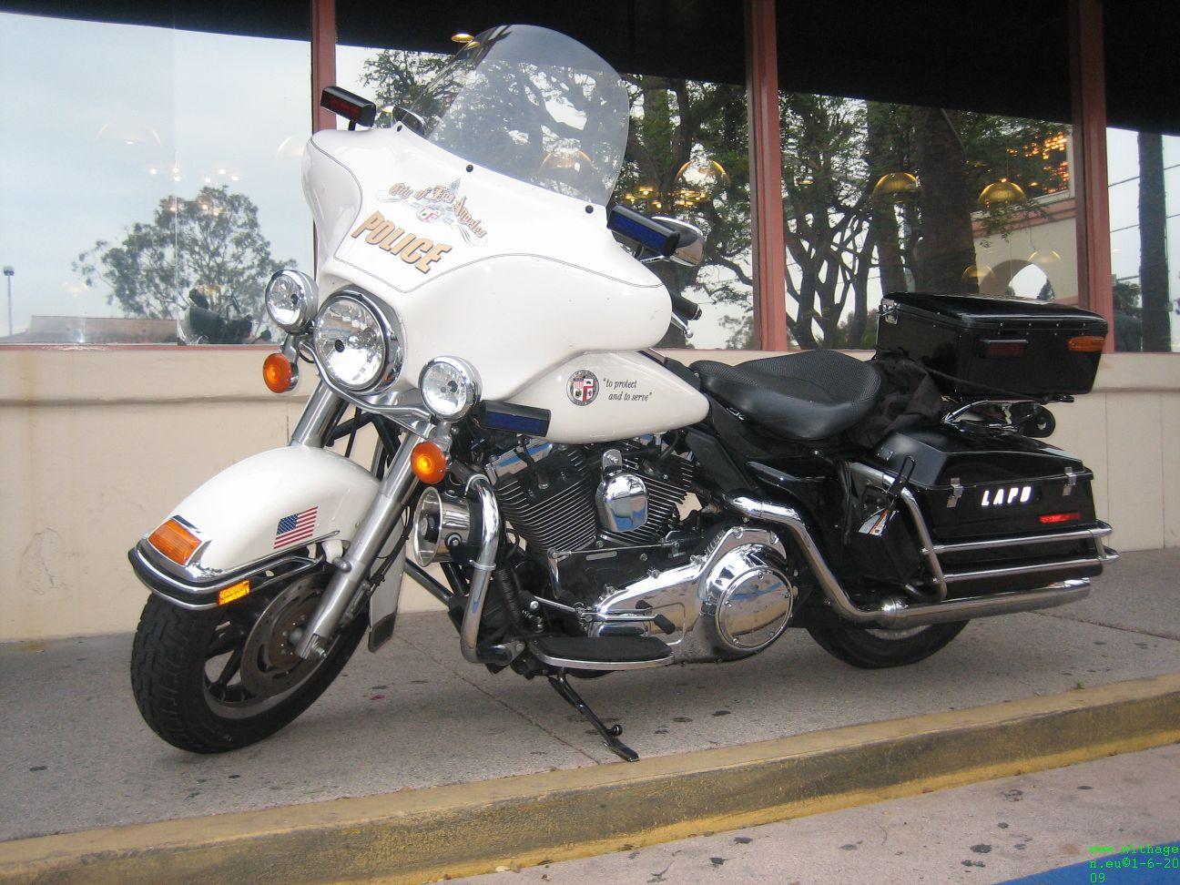 Politie motor van LAPD bij Hacienda hotel