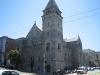 De kerk naast het hotel