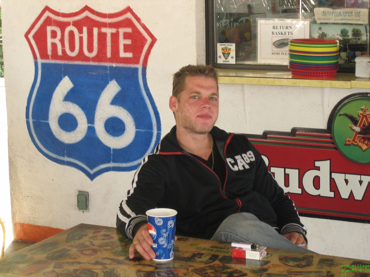 Jeroen at Snowcap drive in Seligman route 66