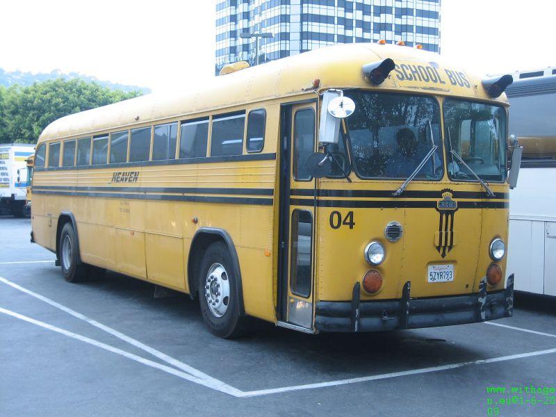 Een echte schoolbus met een toffe chauffeur die ook HD rijdt. Gewoon een tijdje mee staan ouwehoeren